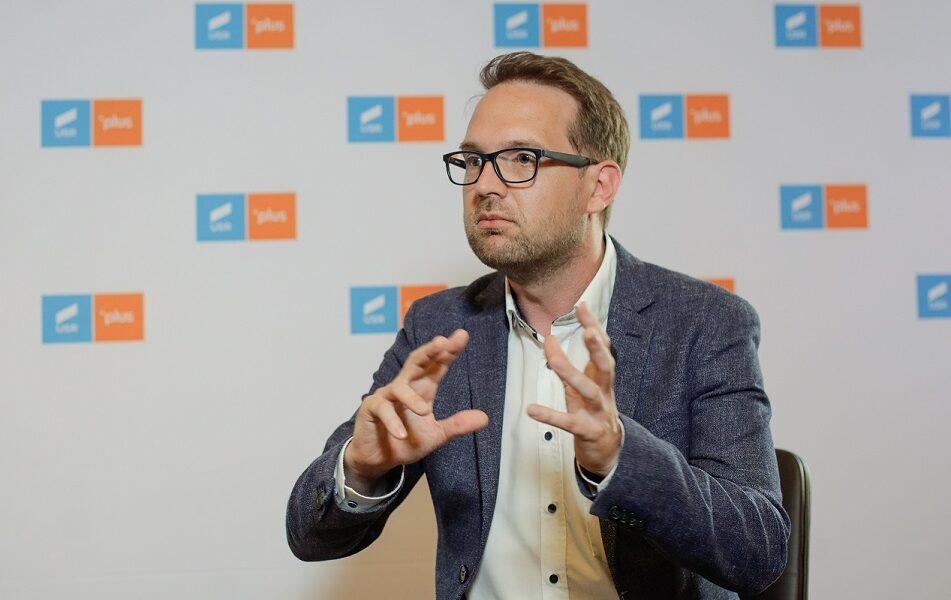 """Timișoara: primarul Fritz a returnat Mercedesul cu care """"se dădea"""" Robu. """"Mă descurc cu bicicleta"""""""