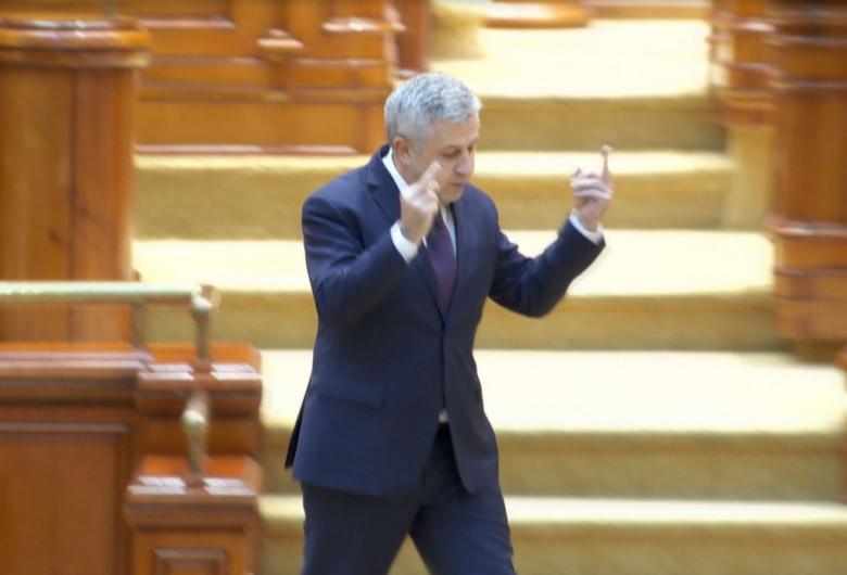 """CCR ne arată degetul mijlociu: îl consideră pe """"Ciordache"""" o persoană cu bună reputație și îl bate în cuie la șefia Consiliului Legislativ. Altă întrebare!"""