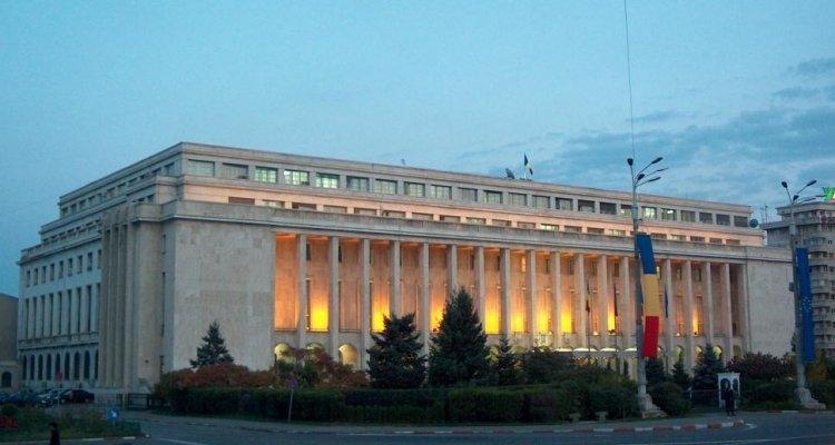 USR PLUS îl vrea ori pe Barna șef la Cameră, ori pe Cioloș premier. PNL însă nu cedează