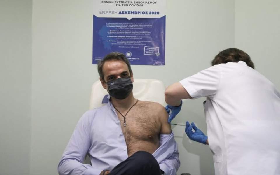 Atenție! Prima doză de vaccin nu e eficientă, abia la rapel bagă bateriile în cip!