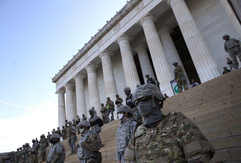"""Femeie împușcată mortal. Garda Națională, mobilizată să apere Capitoliul de """"insurgenți"""""""