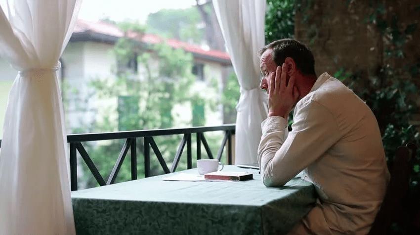 Un român așteaptă ciorba de 2 zile, că s-a angajat chelnerul la Apele Române