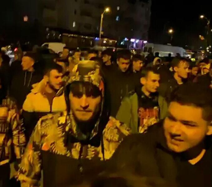 Sute de hușeni au ieșit să protesteze împotriva restricțiilor!