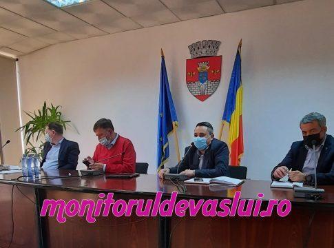 Conducerea Primăriei Vaslui, ședință cu directorii unităților de învățământ