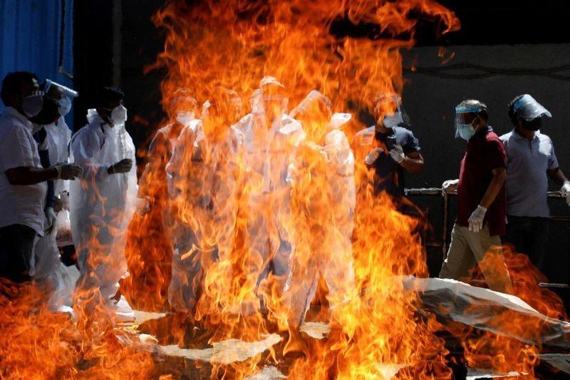 COVID India, în pragul colapsului: 17,6 milioane infectați, oamenii mor în fața spitalelor