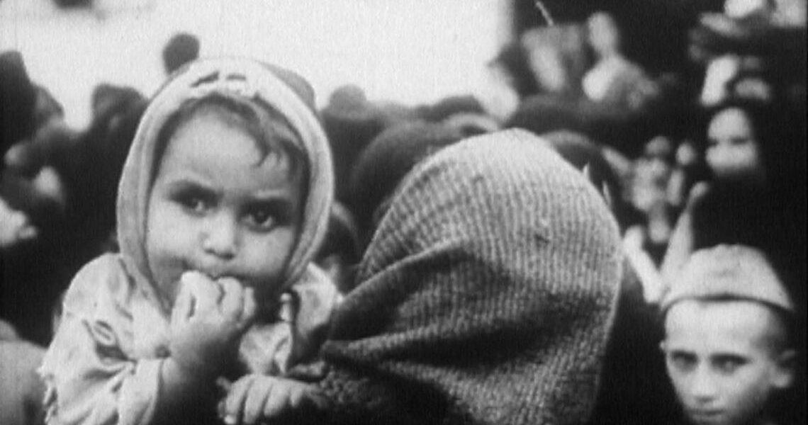 1 aprilie 1941 – Masacrul de la Fântâna Albă: Trupele sovietice au ucis peste 2000 de români care au încercat să treacă granița din URSS în România