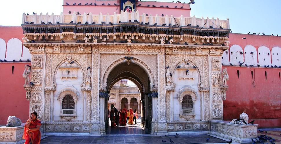 Cine a fost Karni Mata și de ce oamenii se închină la șobolani în acest templu