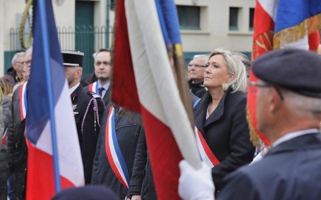 Emmanuel Macron și Marine Le Pen își vor disputa, cel mai probabil, victoria într-un al doilea tur de scrutin al alegerilor prezidenţiale din Franța, conform unui sondaj realizat pentru Journal Du Dimanche şi Sud Radio