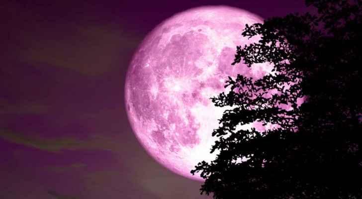 Super Luna roz din noaptea de 26 aprilie 2021, fenomen astral spectaculos.