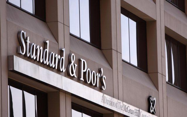 """Standard&Poor's a revizuit perspectiva de rating a României la stabilă, după ce Guvernul a """"dezamorsat"""" riscurile fiscale pe termen scurt"""