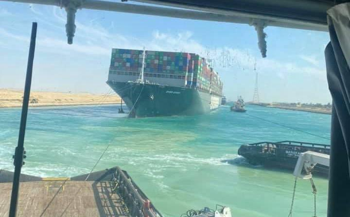 Un miliard dolari pierderile provocate de blocarea navei Ever Given