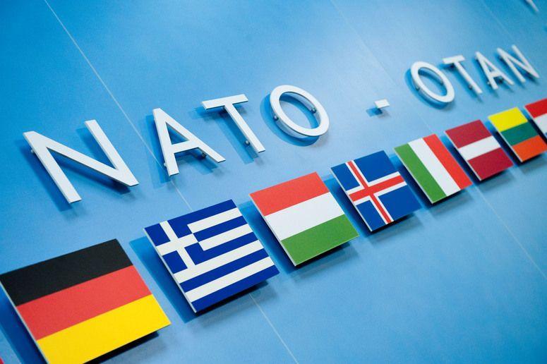 """Ucraina cere NATO să accelereze aderarea sa la Alianţă pentru a trimite """"un semnal"""" Moscovei"""