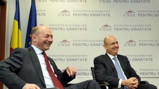 """Domnule Băsescu, de ce e """"nulitate"""" Vlad Voiculescu? Pentru că nu a luat șpagă 6,3 milioane de euro precum omul dvs., doctorul Duță, cel condamnat la 6 ani de pușcărie?"""
