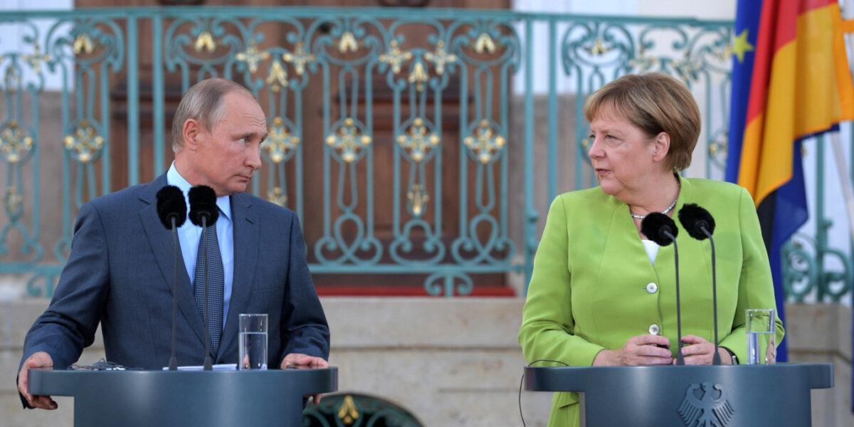 Angela Merkel îi solicită lui Vladimir Putin reducerea prezenței militare a Rusiei din vecinătatea Ucrainei. Berlinul și Moscova îndeamnă la activarea procesului de negocieri mediat de Franța și Germania