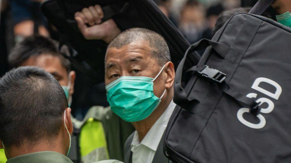 """China zdrobește Hong Kong-ul: alegerile parlamentare, """"amânate"""" un an. Manifestațiile sunt interzise, un magnat media a fost închis pentru participare la proteste"""