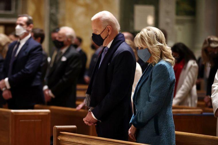 """Proclamația președintelui Biden cu ocazia Zilei Naționale de Rugăciune exclude cuvântul """"Dumnezeu"""""""