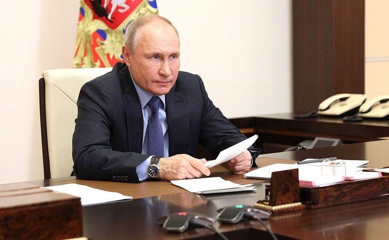 """Putin, foarte agresiv: Rusia """"le va sparge dinţii"""" tuturor celor care vor să """"înhațe"""" ceva de la ea"""