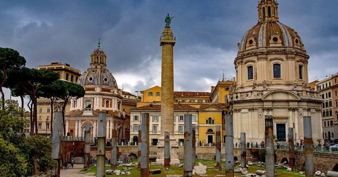 12 mai 113 – A fost inaugurată Columna lui Traian, construită de arhitectul Apolodor din Damasc