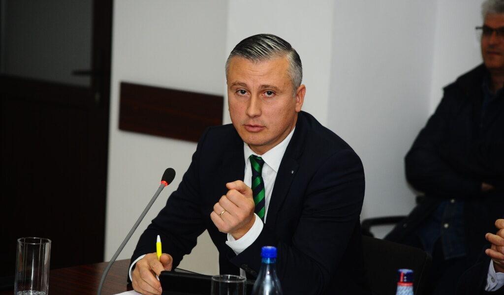 """Marius Arcăleanu """"atacă"""" șefia PNL Vaslui!"""