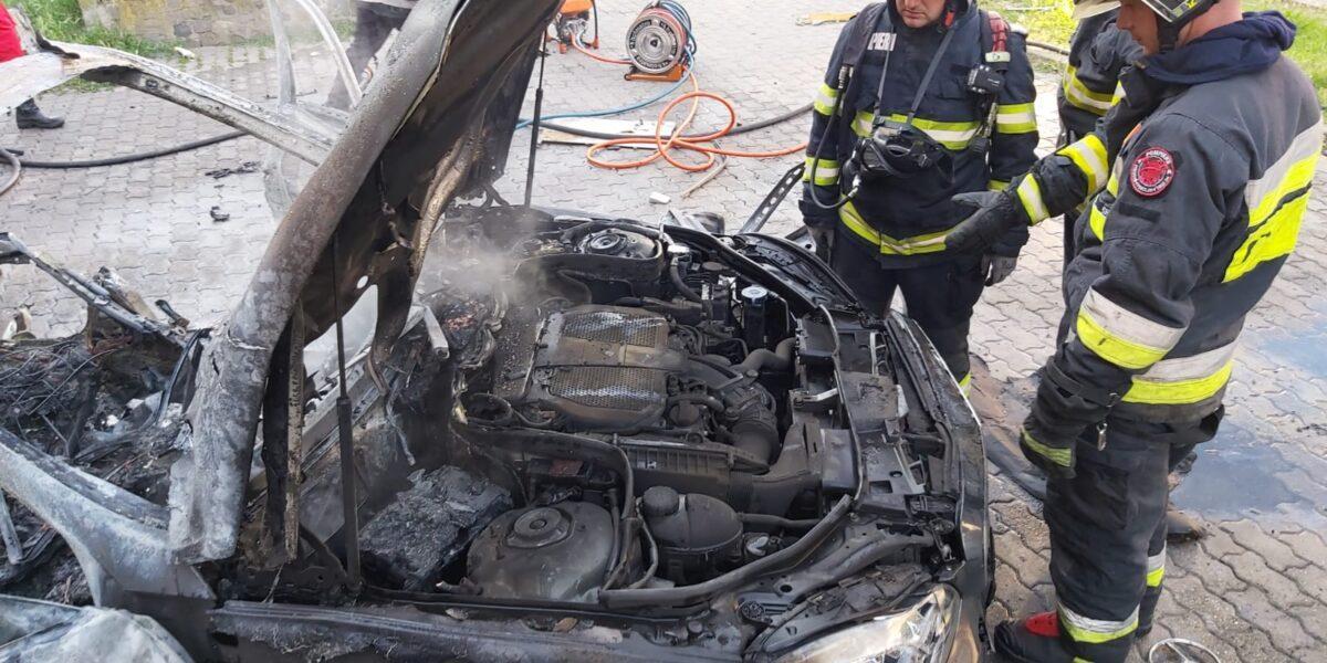 Execuție în stil mafiot? Un om de afaceri din Arad a murit după ce i-a explodat mașina