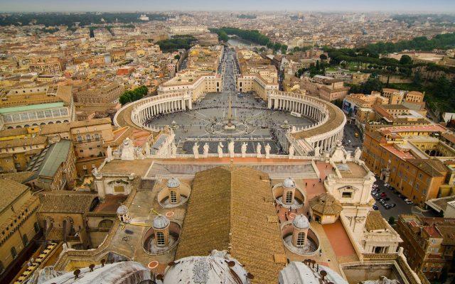 Papa Francisc anulează superimunitatea cardinalilor și episcopilor, care vor putea fi judecaţi de tribunalul penal al Vaticanului, unde magistrații sunt laici