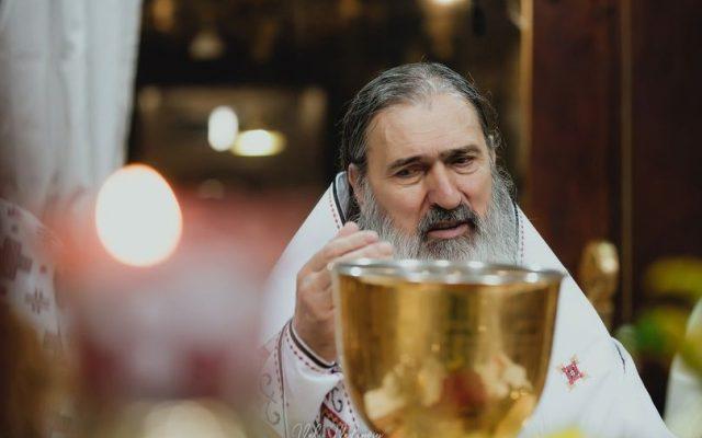 Teodosie, criticat dur de Patriarhul Daniel într-o scrisoare oficială prin care îi e refuzată avansarea în ierarhia bisericii: Răzvrătire, sfidează Patriarhia, atitudine provocatoare, permite doctorate plagiate. Plus acuzații că nu-și plătește facturile de aproape jumătate de milion de lei