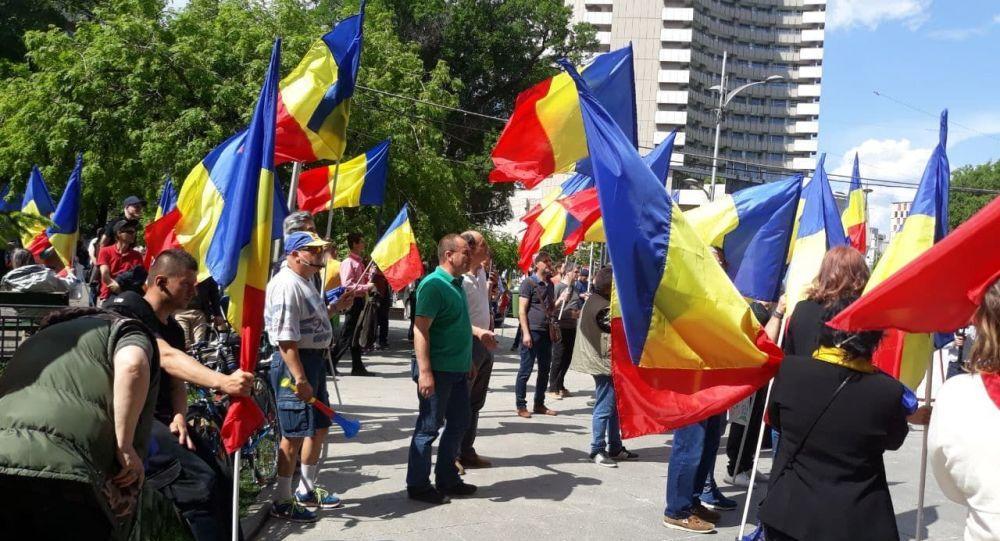 """Protestul aniversar CapVid a adunat mai puțin de 100 de """"patrioți""""! În urmă cu exact un an, printre protestatari se număra și Bogdan Stanoevici"""