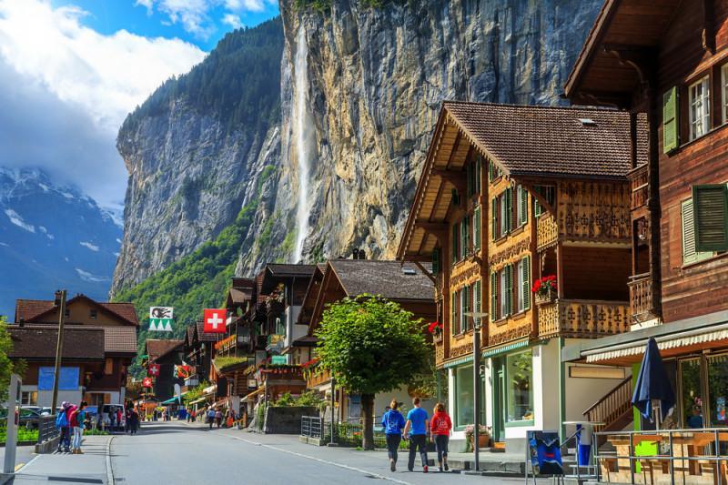 Viața în Elveția: salarii, nivel de trai, chirii, prețuri, taxe și impozite