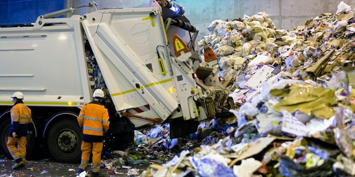 Infringement: Comisia Europeană solicită României să transpună integral în legislația națională noile norme UE privind deșeurile