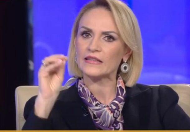 """""""Zorro al Gunoaielor"""". Cum isi bate joc crestina Firea de Octavian Berceanu: """"Ne mananca sobolanii din cauza colegei dvs, Clotilde Armand si a lui Nicusor Dan"""""""