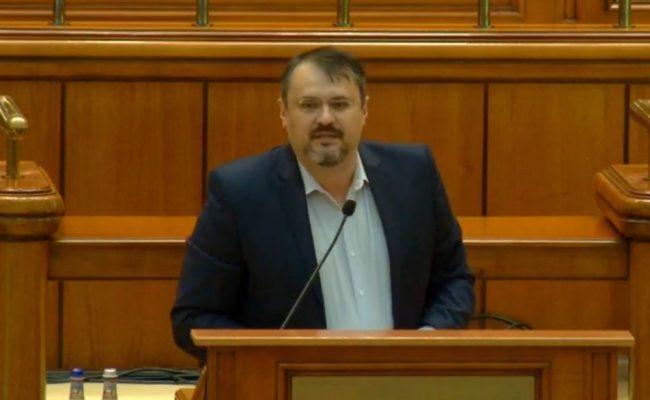 """Exorcizarea PSD-iștilor în Parlament: """"Ați alungat-o pe Kovesi din țară și ați dat de dracu' iar! Ghinion, nu veți putea fura din PNRR!"""""""