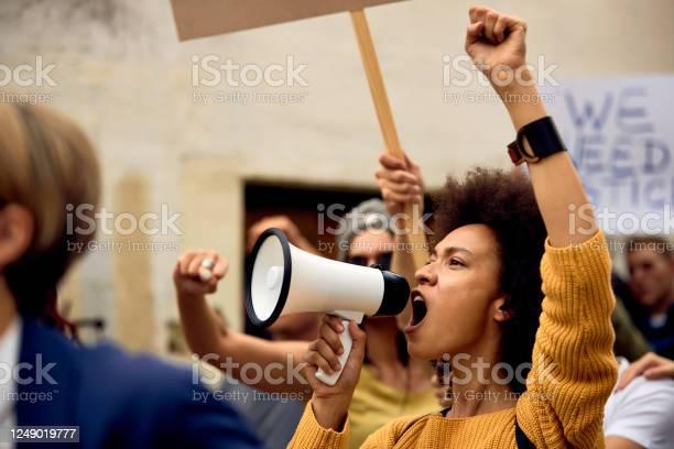 """Fost lider Black Lives Matter expune """"crudul adevăr: Mișcarea nu este preocupată de restaurarea familiilor de culoare"""""""