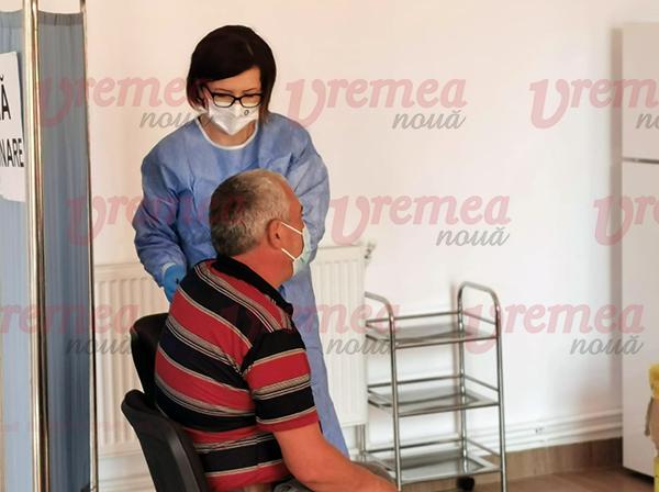 Premieră la Vaslui, Ministrul Sănătății vaccinează sătenii din Rebricea!