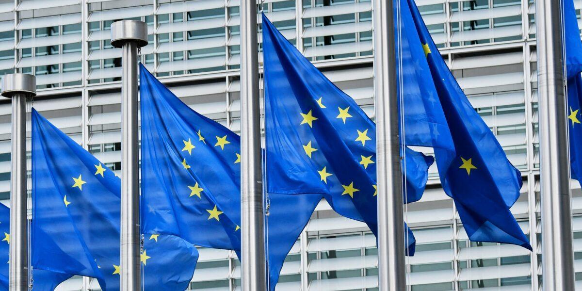 Criza prețurilor la energie: Comisia Europeană propune statelor UE să sprijine plata parțială a facturilor consumatorilor afectați, să reducă taxele și să acorde ajutoare pentru companii
